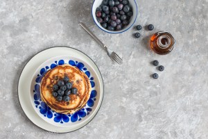 Blaubeer-Pancakes mit Ahornsirup Rezept