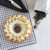 Mamorkuchen mit weißer Schokolade, grünem Tee & Pistazien