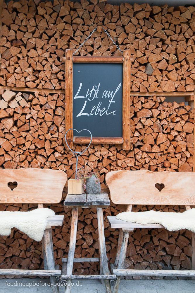 Lust auf Leben Holzbank Hubertus Alpin Lodge & Spa Balderschwang Allgäu