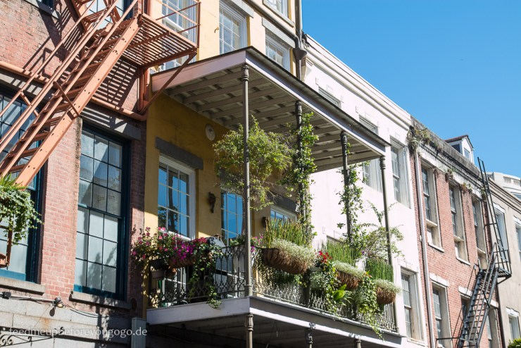 New Orleans French Quarter Haus mit Eisenbalkon Food Guide
