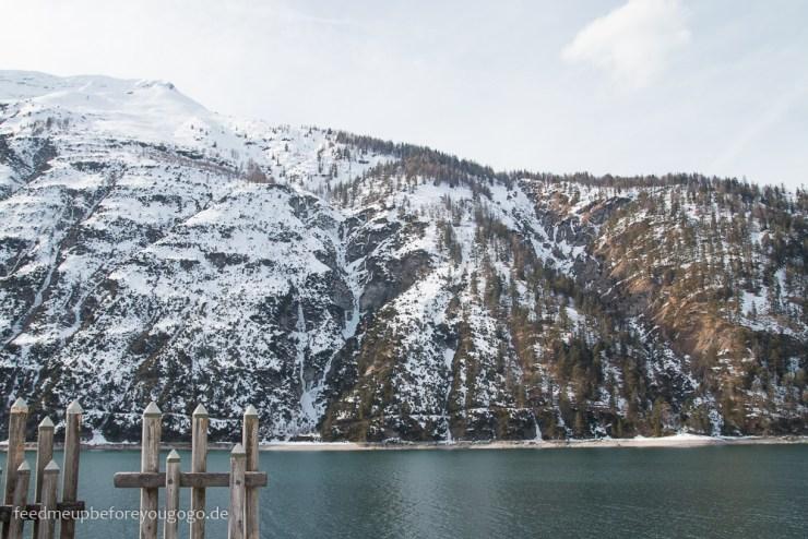 Achensee Achenkirch Tirol im Winter mit schneebedeckten Bergen