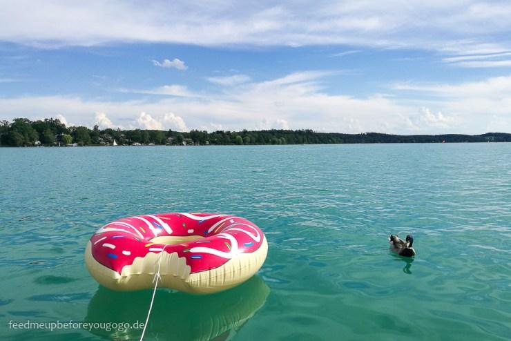 Schwimmdonut auf dem Wörthsee Bayern