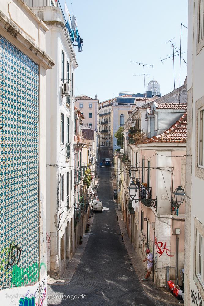 Straße im Bairro Alto Lissabon Portugal
