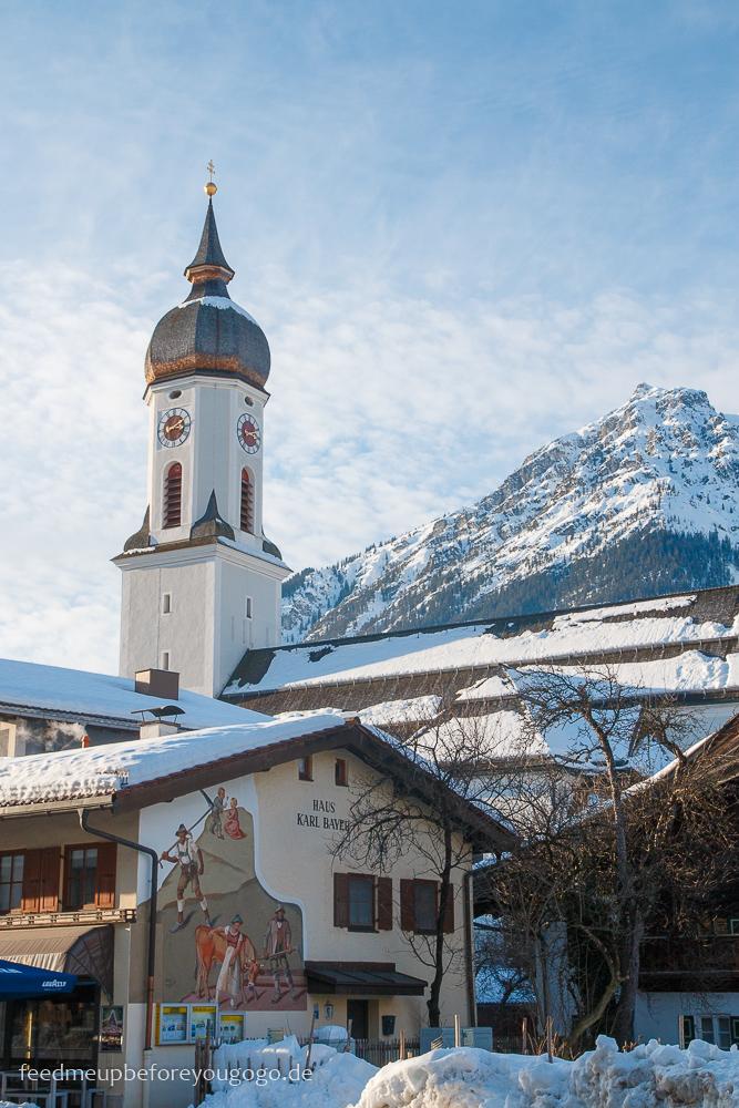 Kirche in Garmisch-Partenkirchen im Winter