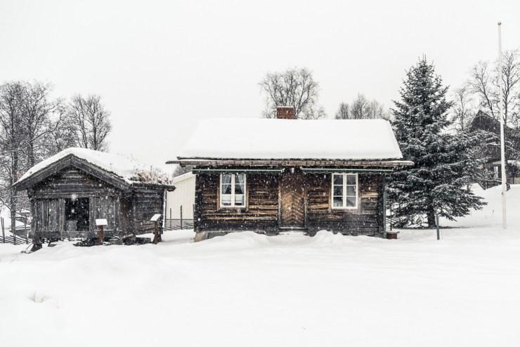 Hütte im Schnee, Foto: Håkon Sataøen