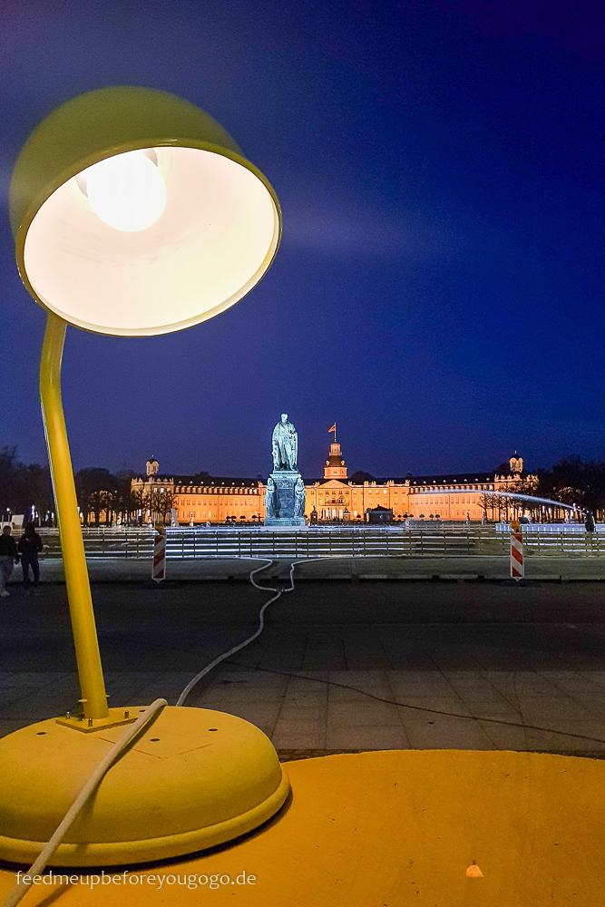 Reisetipps Karlsruhe Lampe Highlight Innenstadt am Schloss