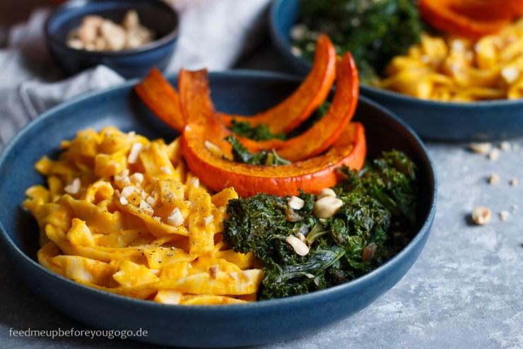 Herbstliche Pasta mit Grünkohl und gebackenem Kürbis Rezept