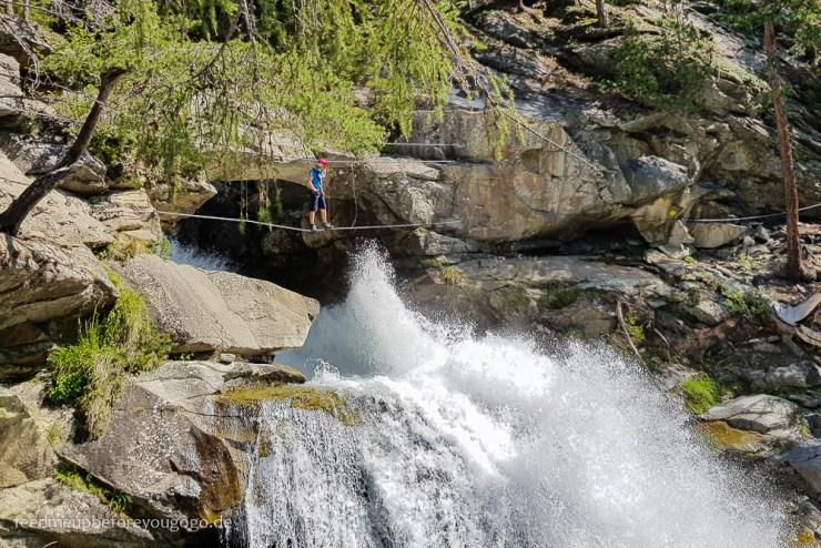 Klettersteig am Stuibenfall Wasserfall im Ötztal, Tirol