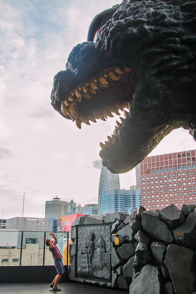 Tokio Reisetipps Shinjuku Kabukicho Godzilla auf dem Toho Building