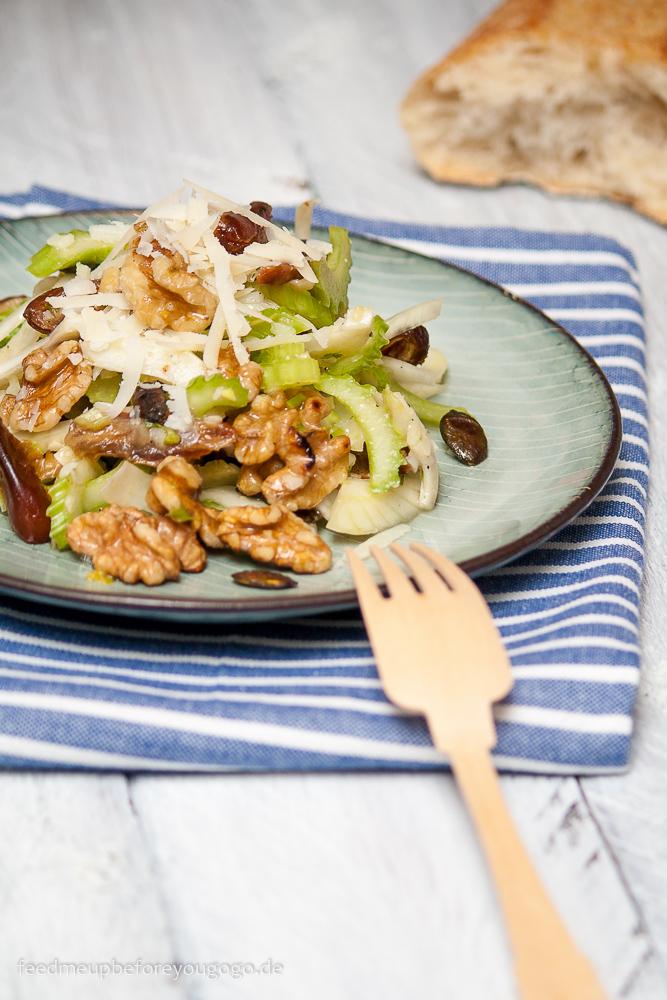 Fenchel-Sellerie-Salat mit Datteln und Walnüssen Rezept
