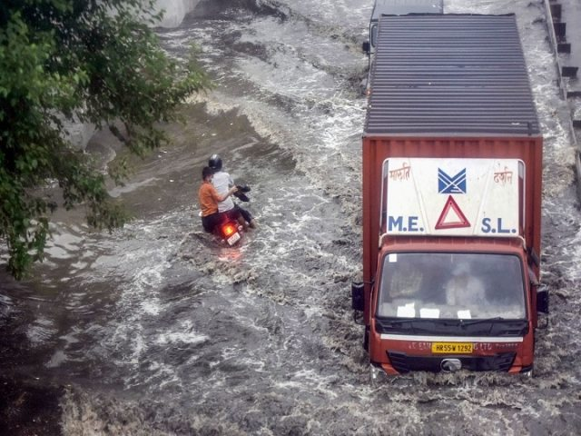 Record-breaking rains in Delhi, so much rain after 45 years, cyclone 'Yas' likely to hit