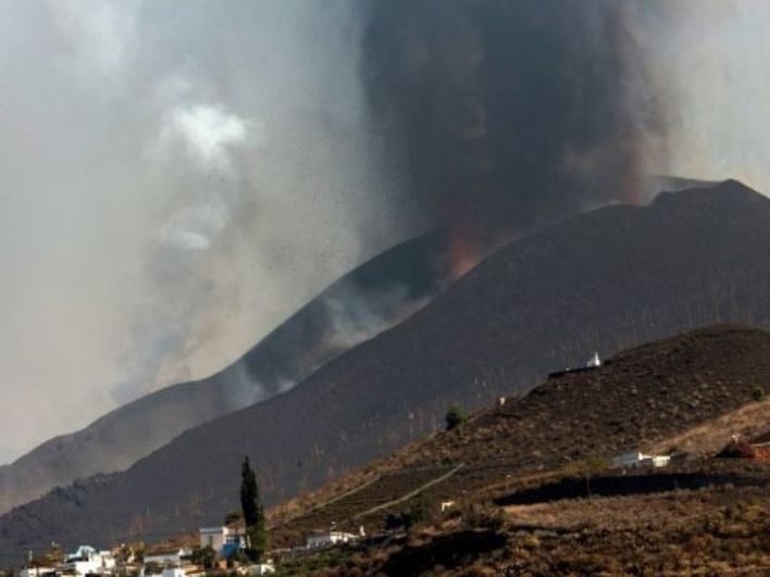 La Palma Volcano Is Still Spewing Lava, Emitting Ash Clouds On Spain Island Week After Eruption | See Photos