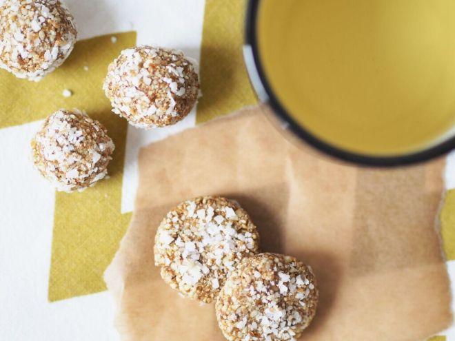 Ein gesunder Snack Energyballs Cashew Aprikose Sesam 5