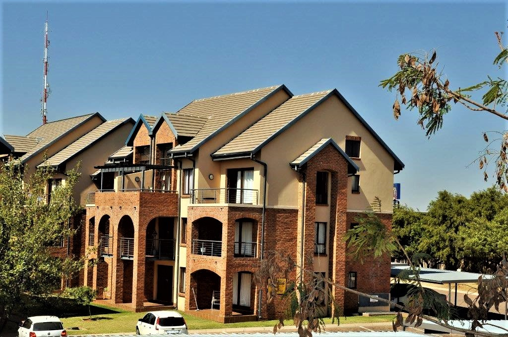 Hilltop Lofts 22 is a Fully Furnished 1-Bedroom Loft Apartment To Let in Carlswald Midrand by Feel-at-Home Properties