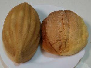 楕円形と丸形メロンパン