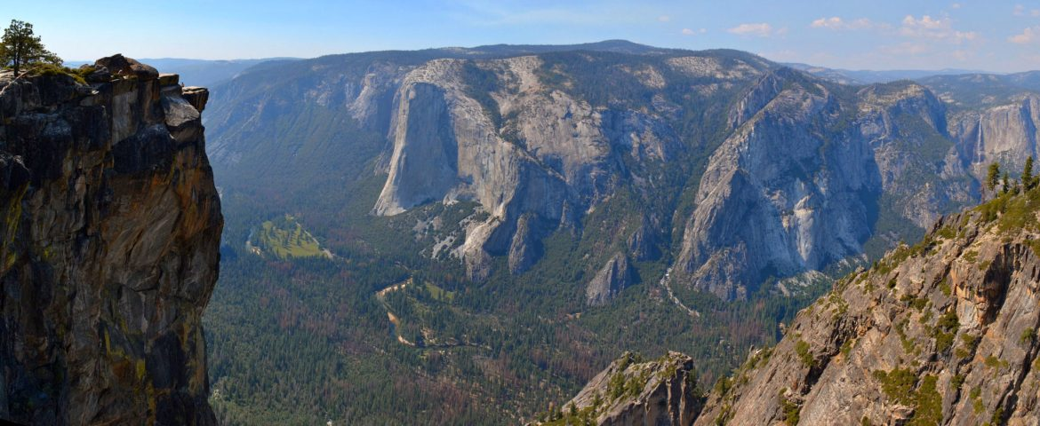 Panoramic view of Yosemite Valley from Taft Point