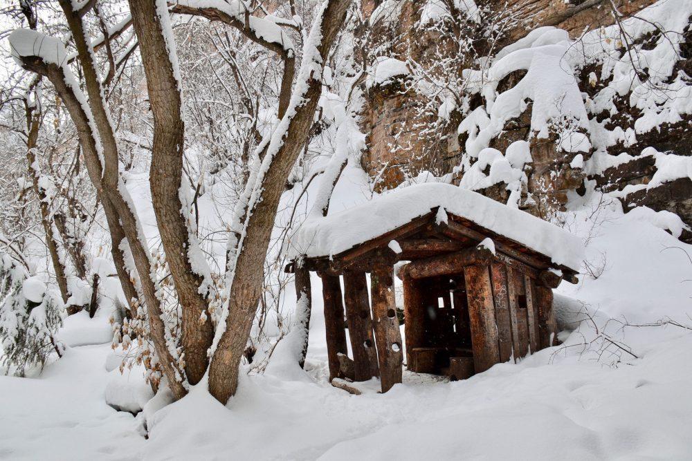 Log cabin along Hanging Lake trail