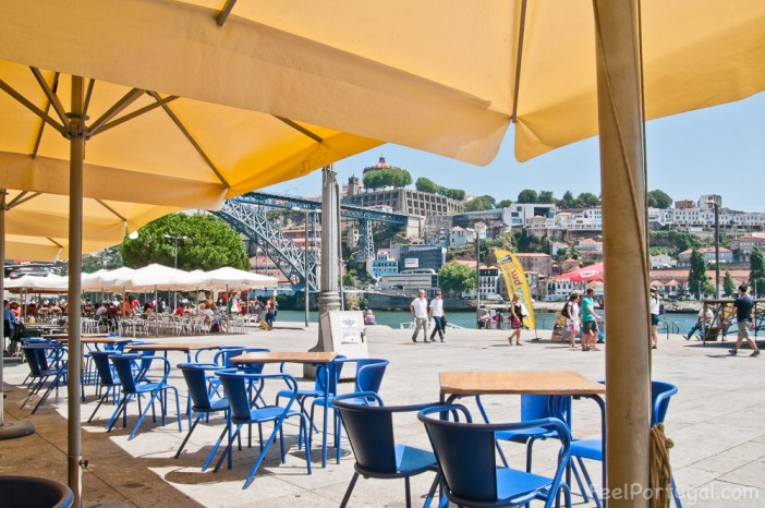 Restaurant a Cais da Ribeira overlooking Douro River and Dom Luis Bridge