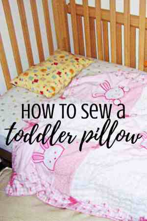 How to make an awesome toddler pillow - Small children need small pillows for their bed! Here is an illustrated tutorial showing how to sew a very simple pillow for a girl or boy to sleep on. No pattern needed for this simple and easy DIY. Includes the best size and fabric for little kids.