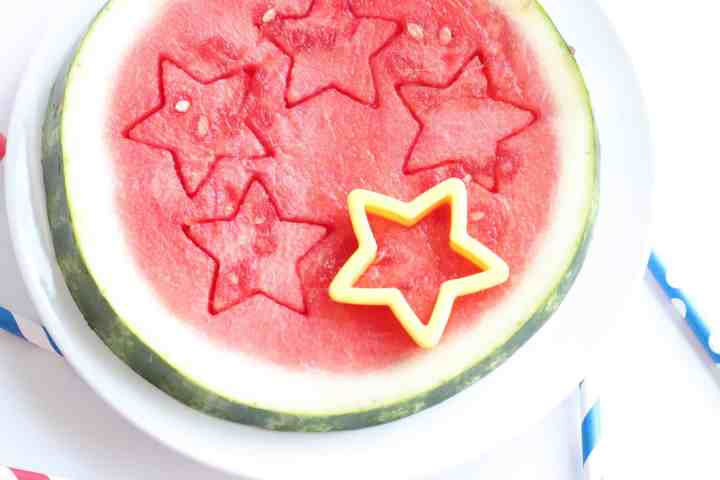 how to use a cookie cutter to cut a watermelon into star shapes
