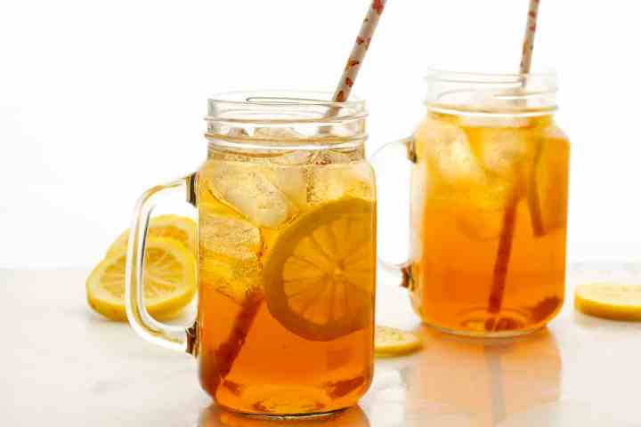 two glasses of sweet tea with straws