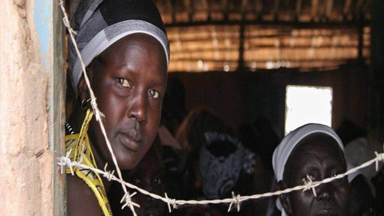 Große Bedrängnis – Großer Glaube (Symbolbild): Menschen im Gefängnis