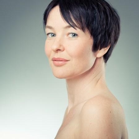 anja-haircut-20110429-1078