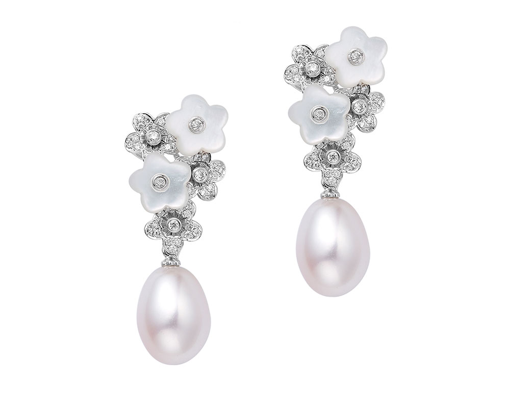 Alyssum earrings with mother of pearls, diamonds and pearl drops.