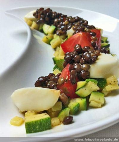 Tomaten-Zucchini Salat mit Albbüffel-Mozzarella & Albleisa-Dressing