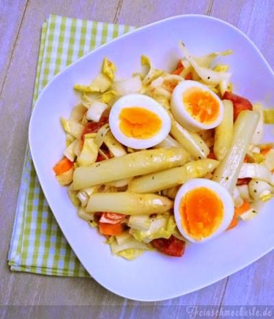 Marinierter Orangen Spargel Salat mit Chicorée, Karotten und Tomaten