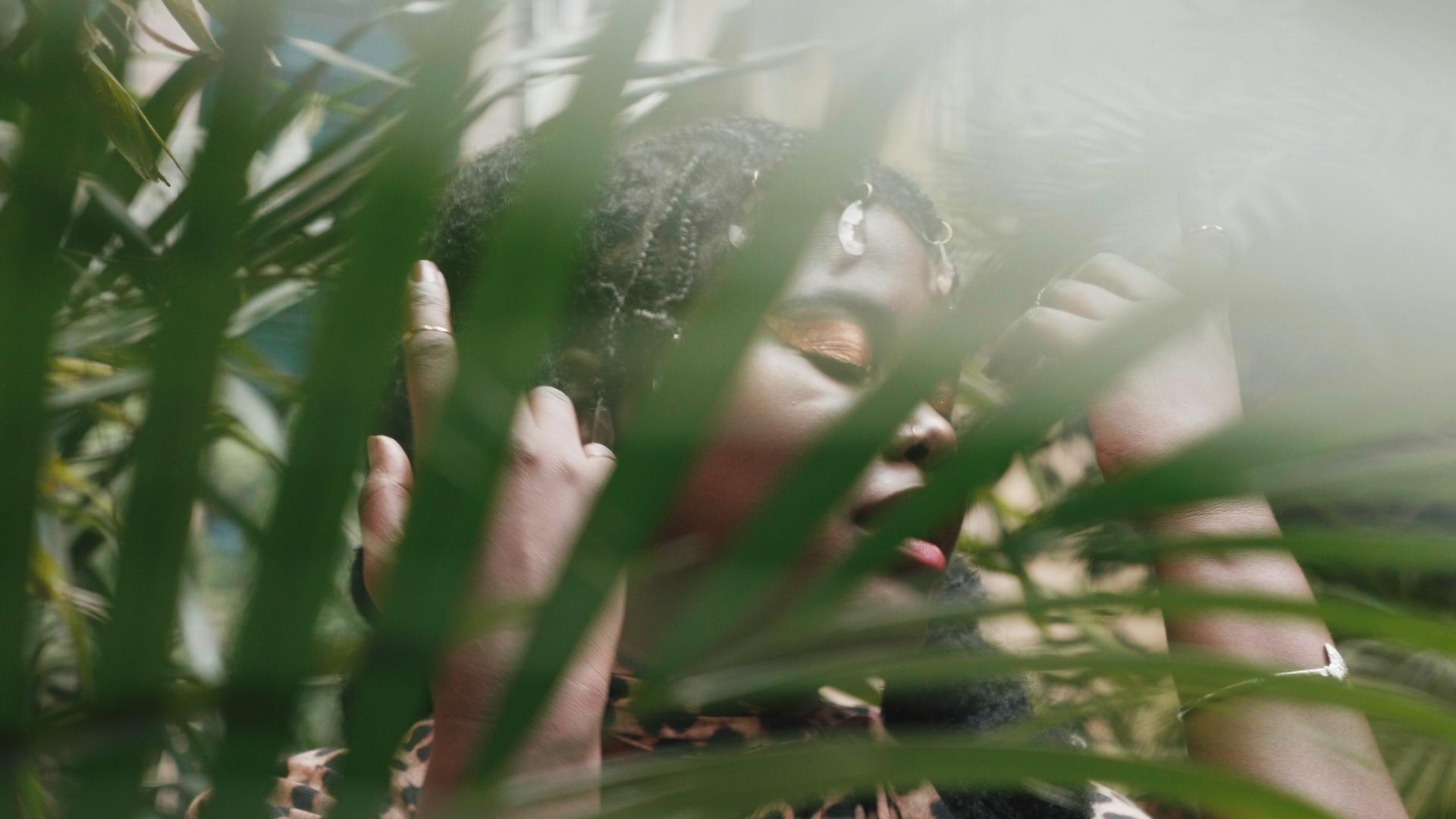 Luciane Dom lança o videoclipe de Si bu Kre
