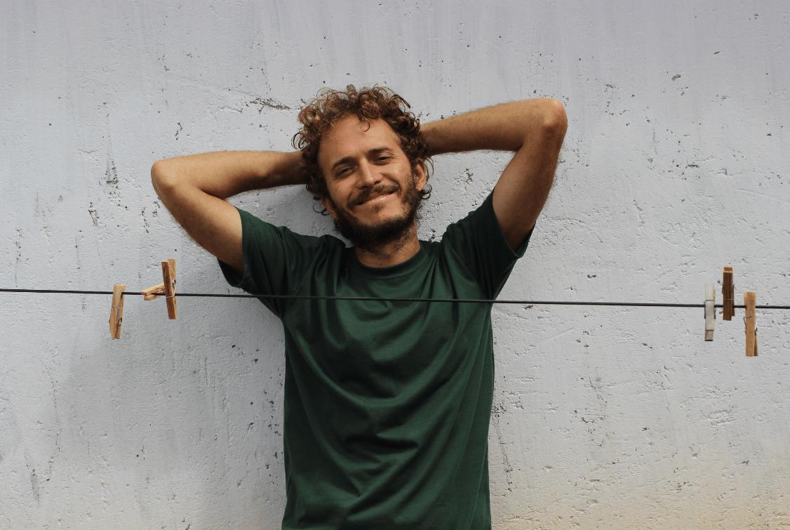 "Luiz Gabriel Lopes apresenta o EP ""Sóis"""