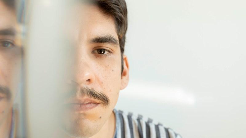 Dizperto é o álbum de estreia de Fernando Mascarenhas