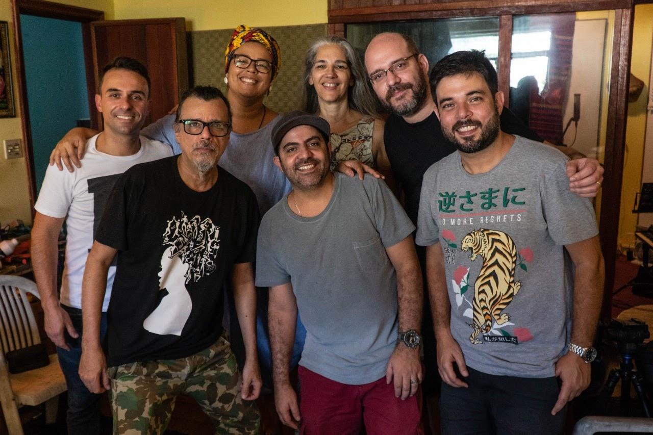 """Elisa Fernandes se une ao Casuarina em """"Saravá, Paz e Bem"""""""