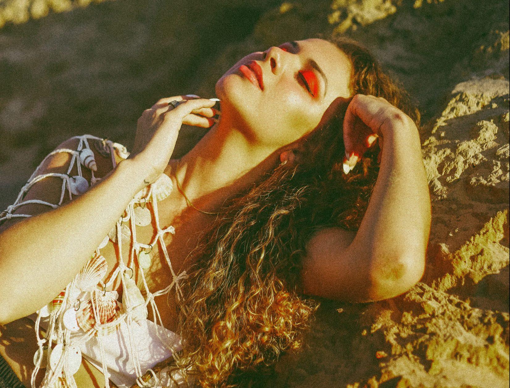 """Com influências de música latina, CALI lança o EP """"400 Hz"""""""