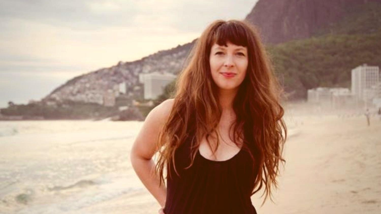 "Norueguesa Sheila Simmenes flerta com a MPB em ""Anywhere You Go"""