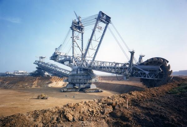بزرگترین ماشین حفاری جهان موسوم به «بَگر-۲۹۳» (Bagger-293) و جرم آن بیش از ۱۴۰۰۰ تن است.