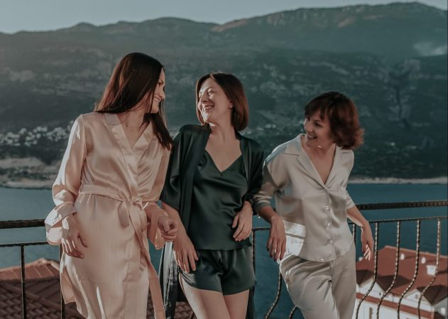 How to Pack the Perfect Lounge Clothing Set for your Next Vacation