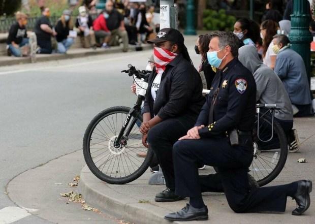 CA_Officer_taking_a_knee_8pcl8.jpg