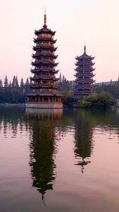Pagoda del Sol y la Luna en Guilin