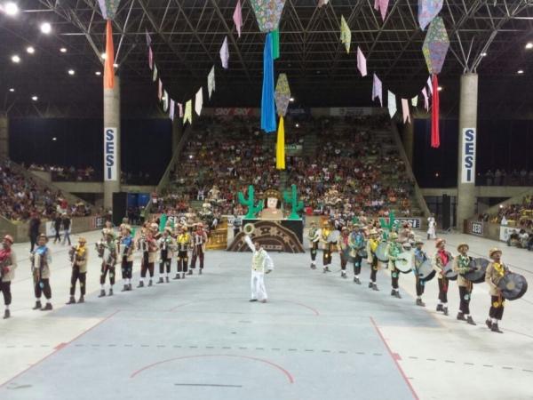 Quadrilhas se apresentaram na primeira noite do Forró e Folia gazeta web