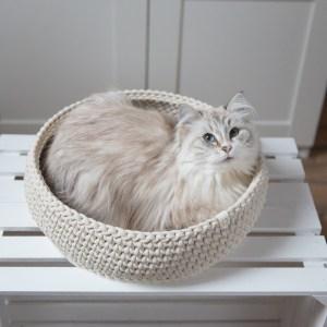 legowisko dla kota kremowe