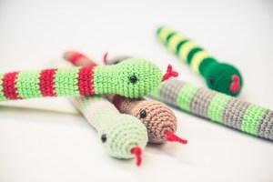 zabawka dla kota z kocimiętką wąż