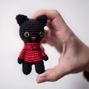 brelok kot czarny