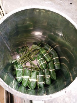 Arrange Banh Chung in