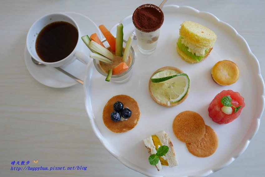 西屯下午茶︱梨子咖啡館Pear Coffee中科店~寬敞優雅的親子友善餐廳 美麗豐富的下午茶 白色沙坑小孩最愛