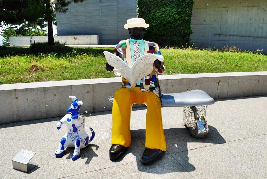 瀨戶內海親子遊|直島一日遊~倍樂生之家博物館 室外彩色雕塑作品好吸睛