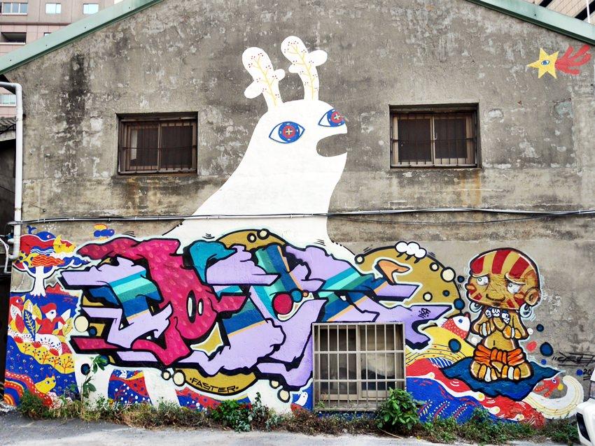 台中景點|忠明13鄰塗鴉社區~金典綠園道旁巷弄裡,可愛的生活塗鴉和恐龍、怪獸彩繪