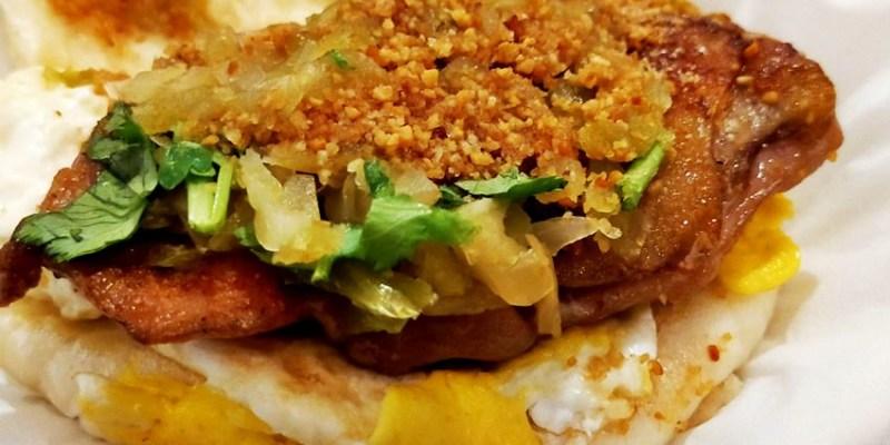 逢甲美食 東海刈包大王逢甲店~台灣傳統小吃割包,夾著爌肉、花生粉、酸菜、香菜的台式漢堡!