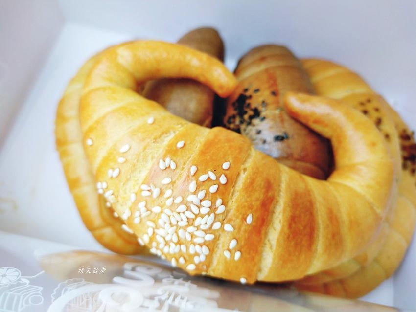 南屯老街 南屯老街金牛角~口味豐富、口感紮實的牛角麵包,近南屯市場、萬和宮
